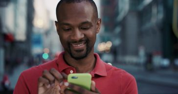smartphone africain sourire