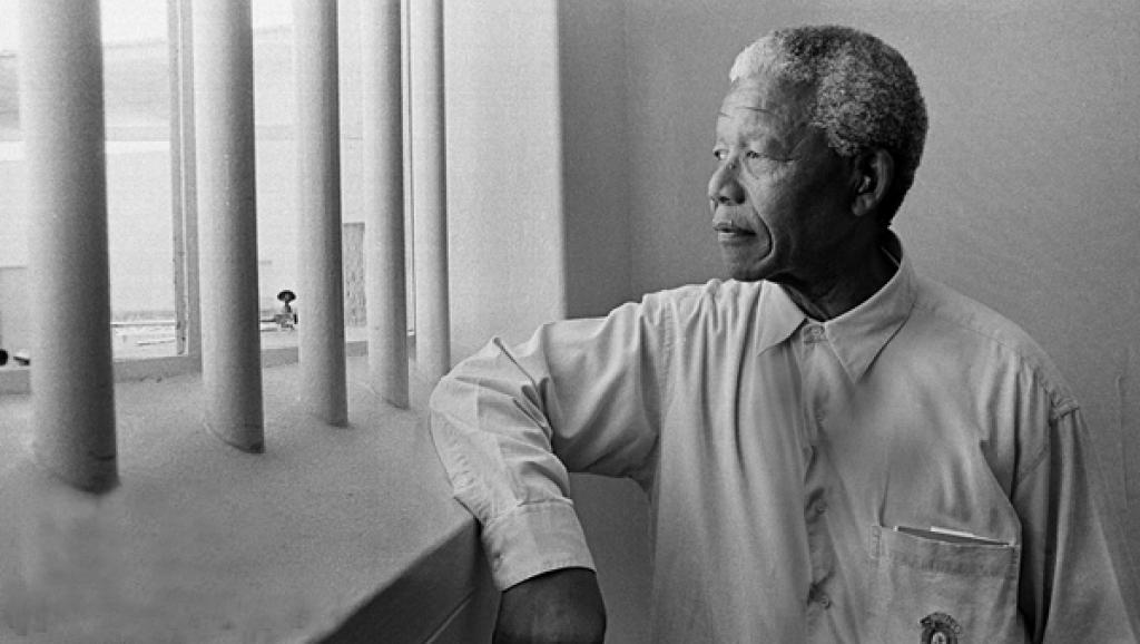 Mandela regarde l'horizon