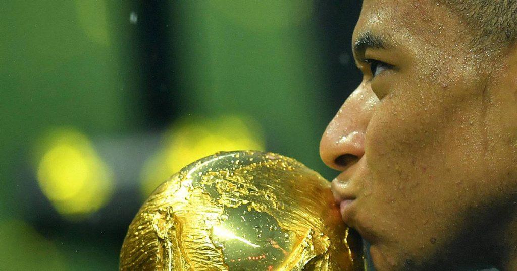 Mbappé embrasse coupe du monde