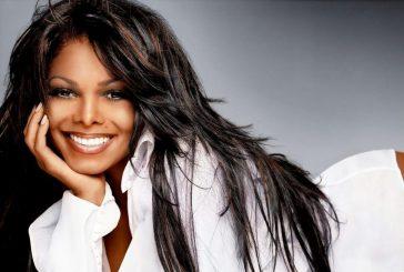 Janet Jackson souriante