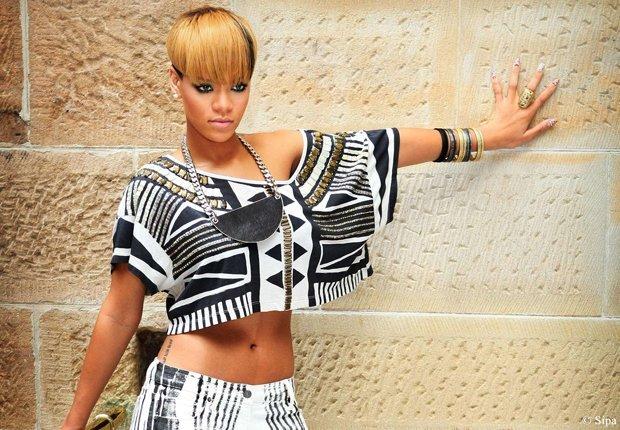 rihanna tenue africaine