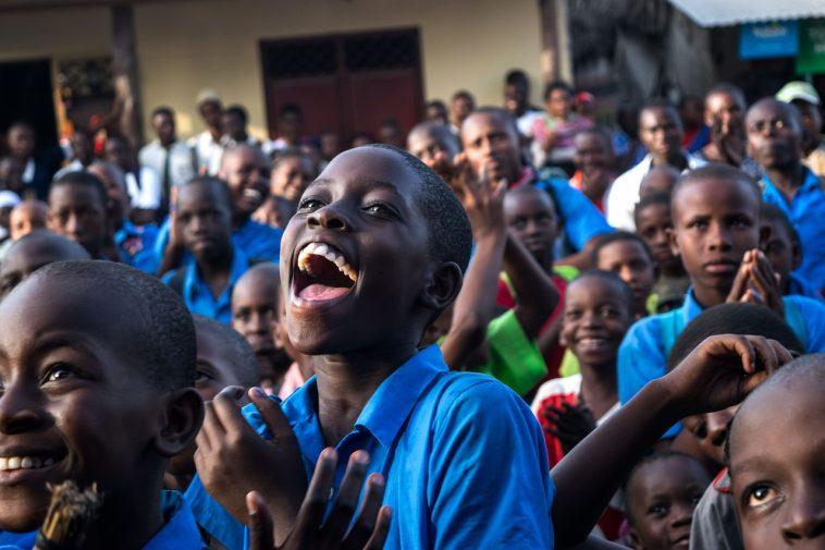 élève africain heureux