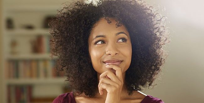 femme amoureuse pensive