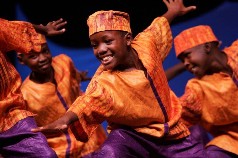 7 enfants qui mettent la mode traditionnelle nigériane très en valeur