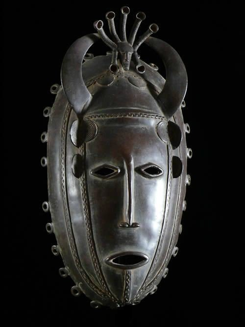 masque-en-alliage-de-metal-dioula-cote-ivoire